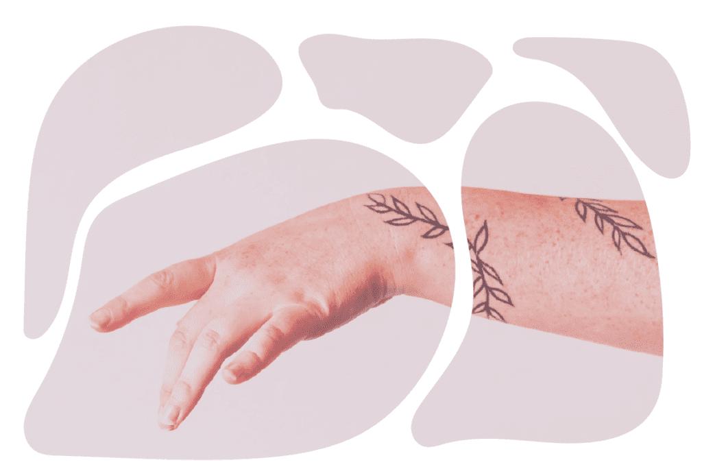 mão feminina dedilhando ar